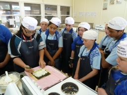 Sushi making with Yr.8